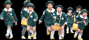 走る園児たち